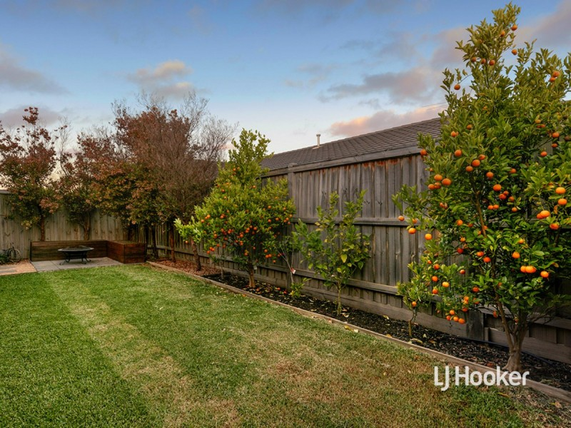 17 Marlin Crescent, Point Cook VIC 3030