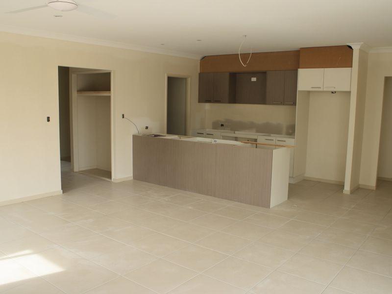 18 Summerview Avenue, Alberton QLD 4207