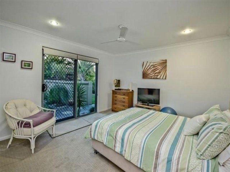 11 Delungra Street, Broadbeach Waters QLD 4218