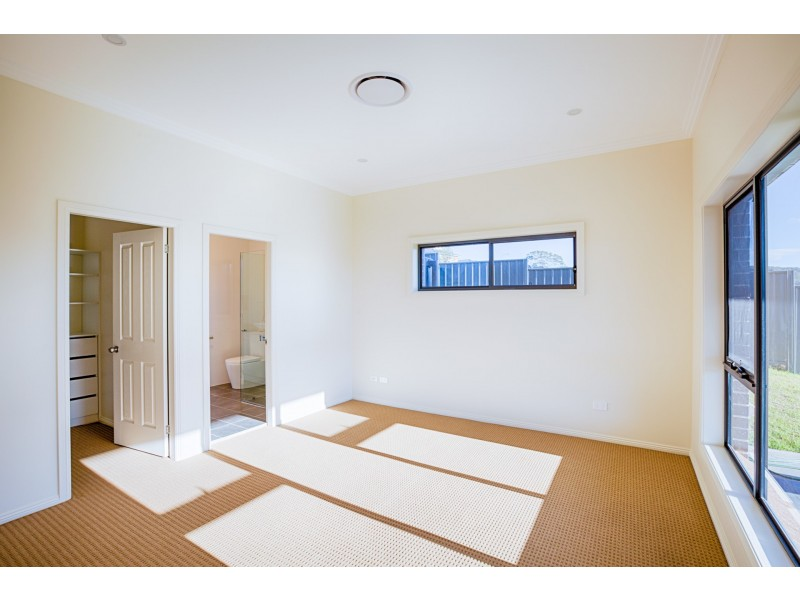 15 Hillcrest Avenue, Lithgow NSW 2790