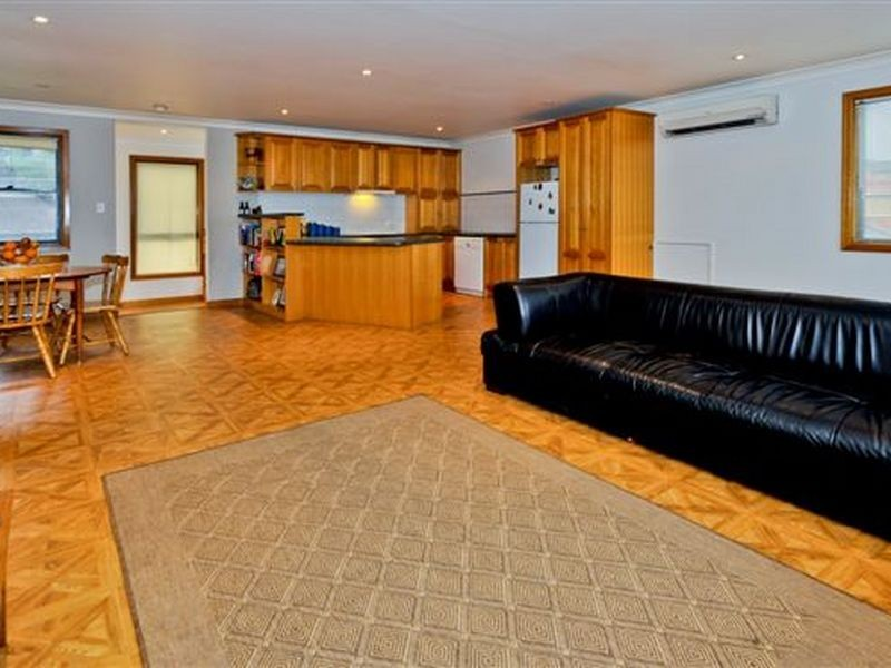 2 Caley Street, Chifley NSW 2036