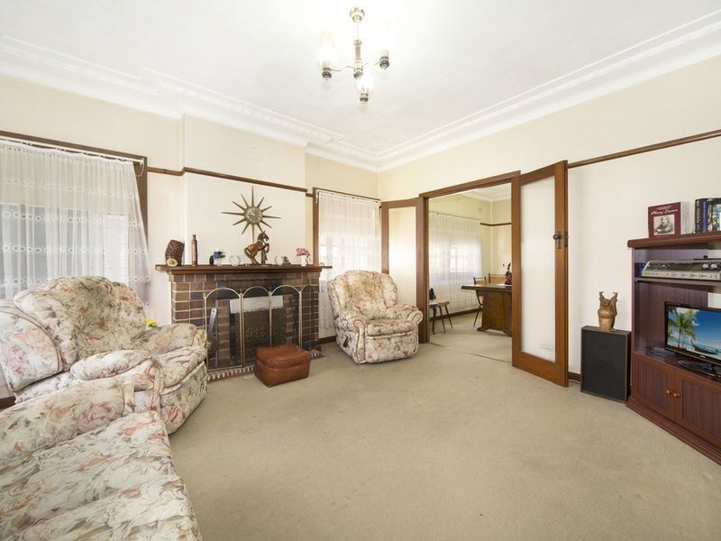 10 Giles Street, Chifley NSW 2036