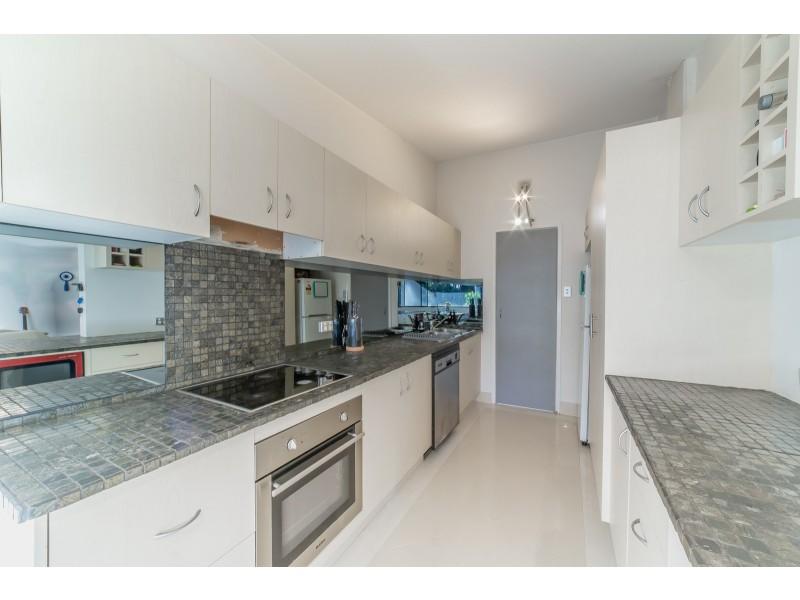 11/32-34 Rudd Street, Broadbeach Waters QLD 4218