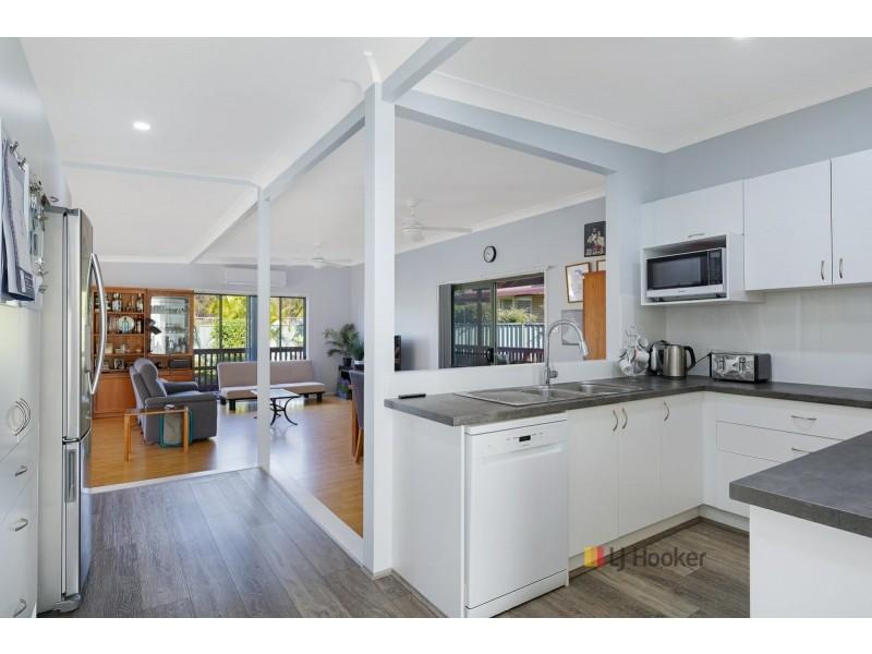 18 Elua Avenue, Budgewoi NSW 2262