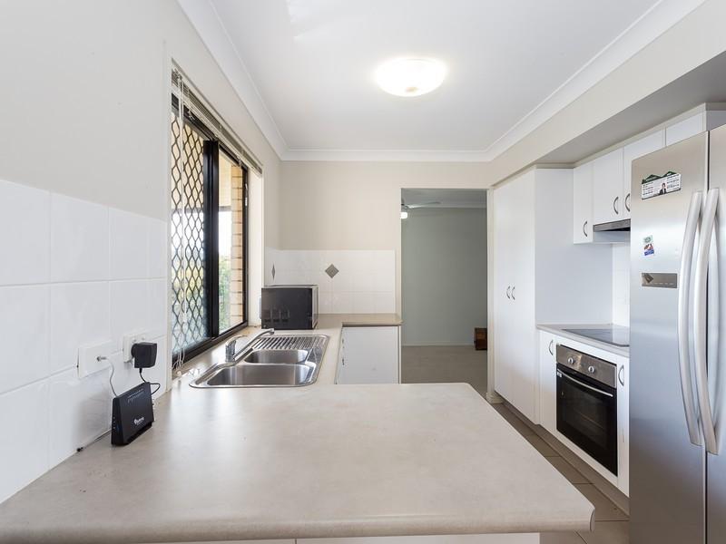 2/17 Golden Crest Pl, Bellbowrie QLD 4070