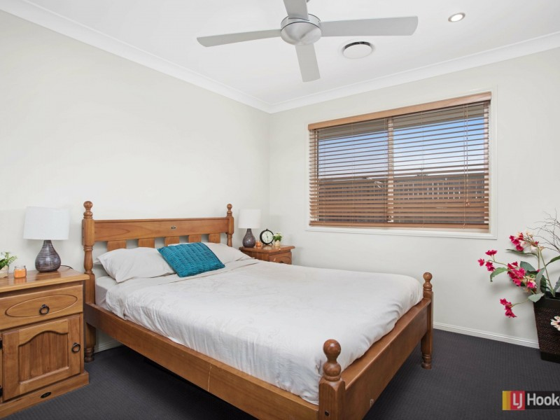 10 Lyrebird Crescent, Upper Kedron QLD 4055