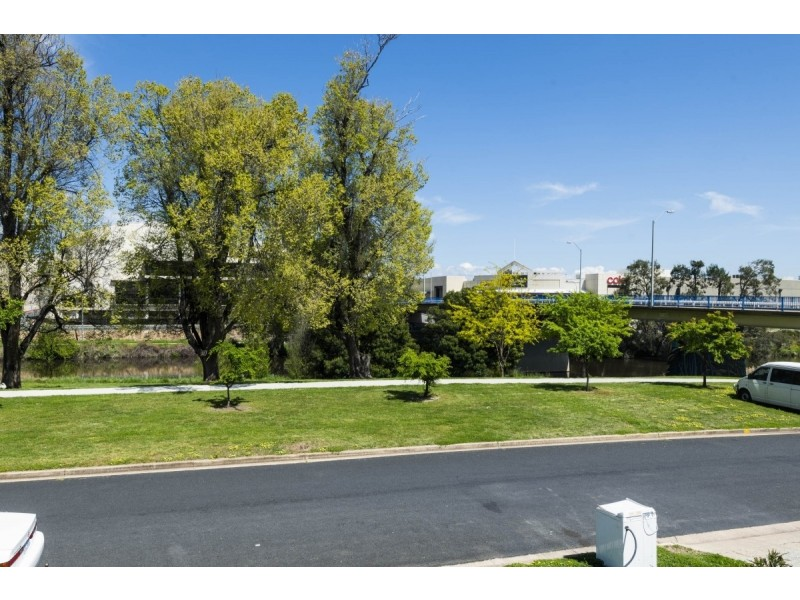 2/18 Trinculo Place, Queanbeyan NSW 2620
