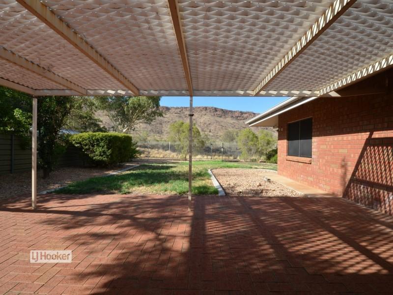 14 Hillside Gardens, Desert Springs NT 0870