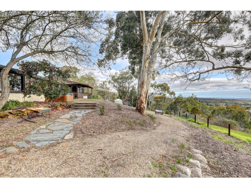 15 Emmett Road, Crafers West SA 5152