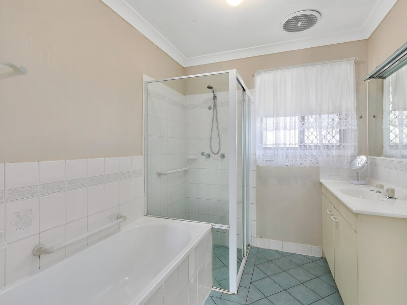 2/1 Club Crescent, Redland Bay QLD 4165