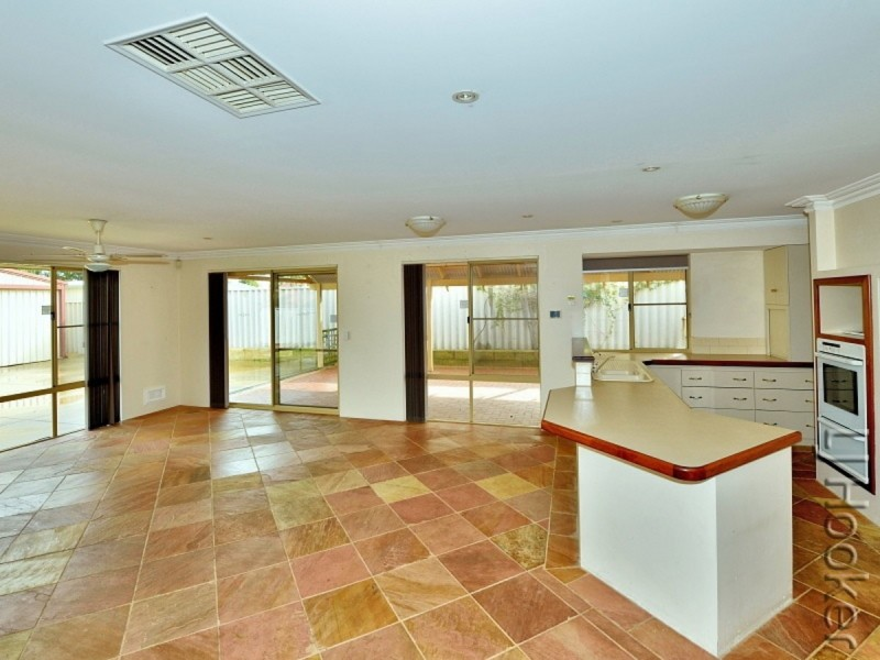 84 Templetonia Promenade, Halls Head WA 6210