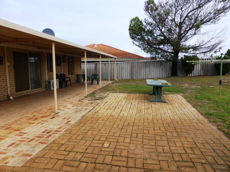 17 Woodlands Road, Golden Bay WA 6174