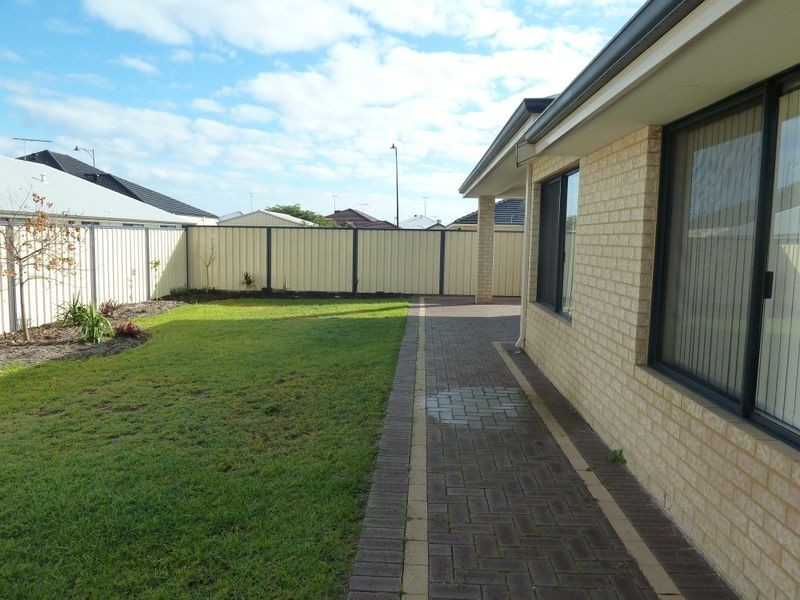 6 Sunflower Road, Success WA 6164