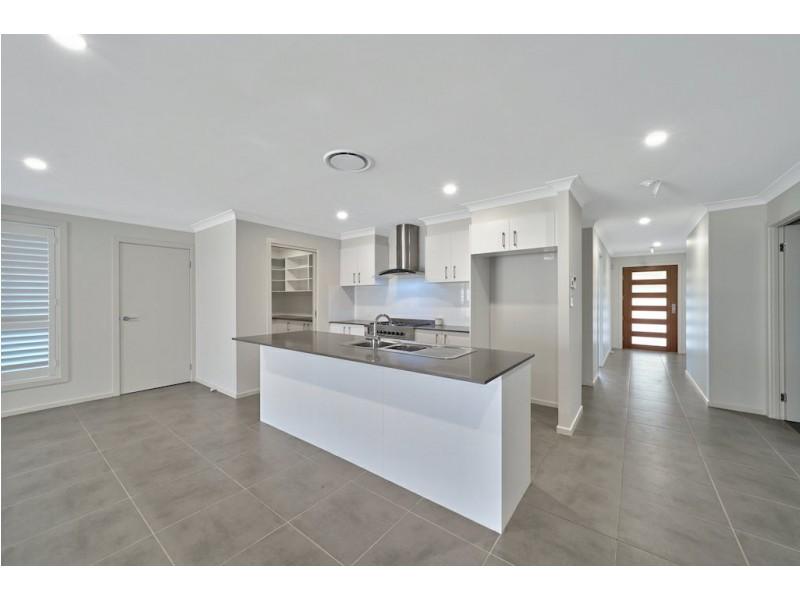 6 Waterworth Pl, St Helens Park NSW 2560