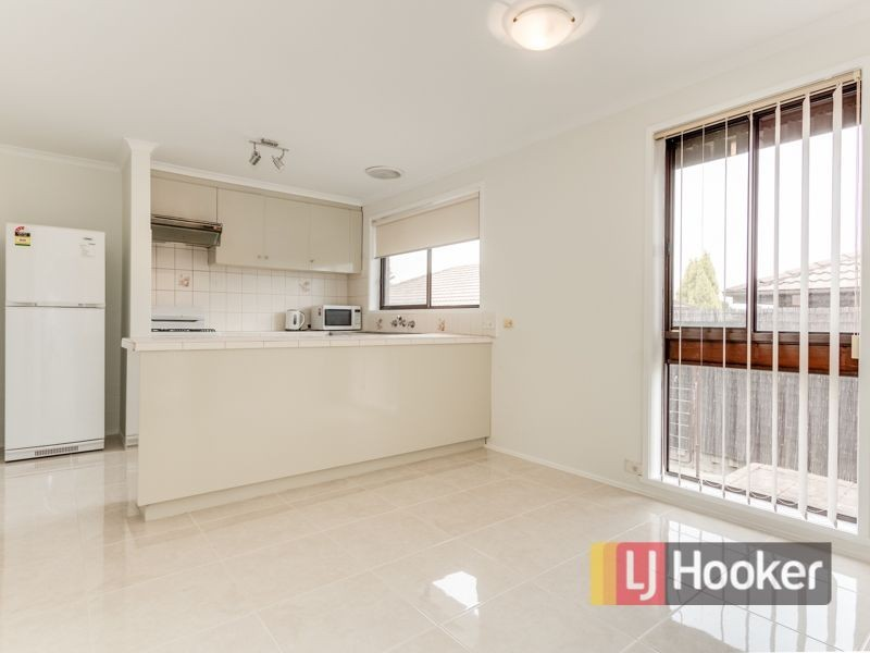 8 113 Hammond Road, Dandenong VIC 3175