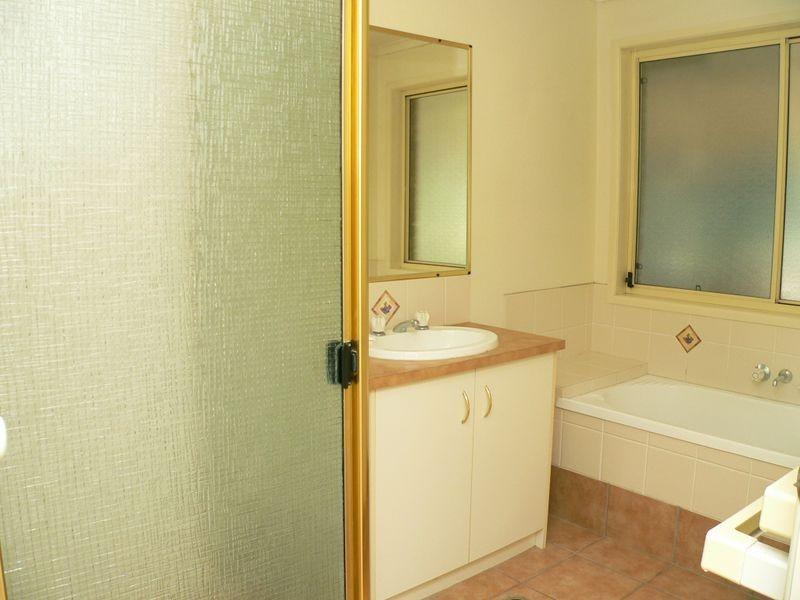 13 Calverton Court, Brassall QLD 4305