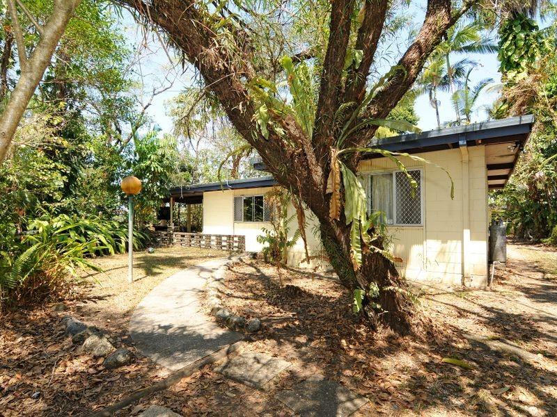 27 Koch Street, Mooroobool QLD 4870