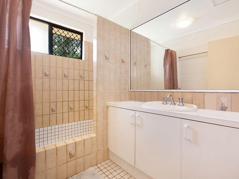 10 Banksia Street, Mooroobool QLD 4870