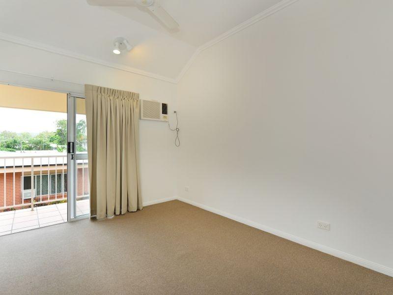 2/426 McCoombe Street, Mooroobool QLD 4870