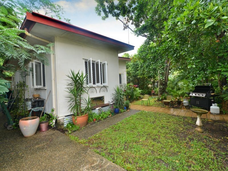 5 Law Street, Cairns North QLD 4870
