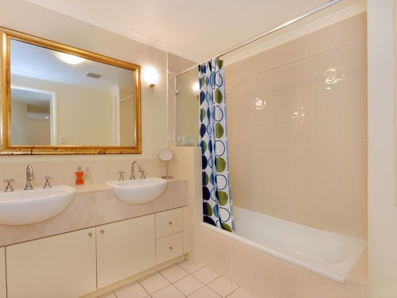 1742/2 Greenslopes Street, Cairns North QLD 4870