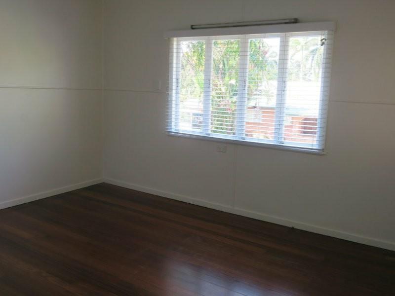 1 Bradford Street, Whitfield QLD 4870