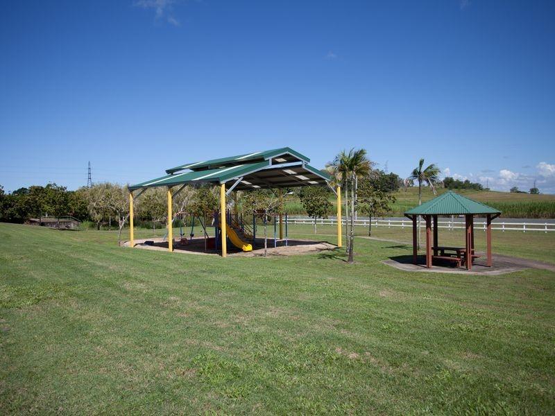 8 Sturt Crescent, Alligator Creek QLD 4740