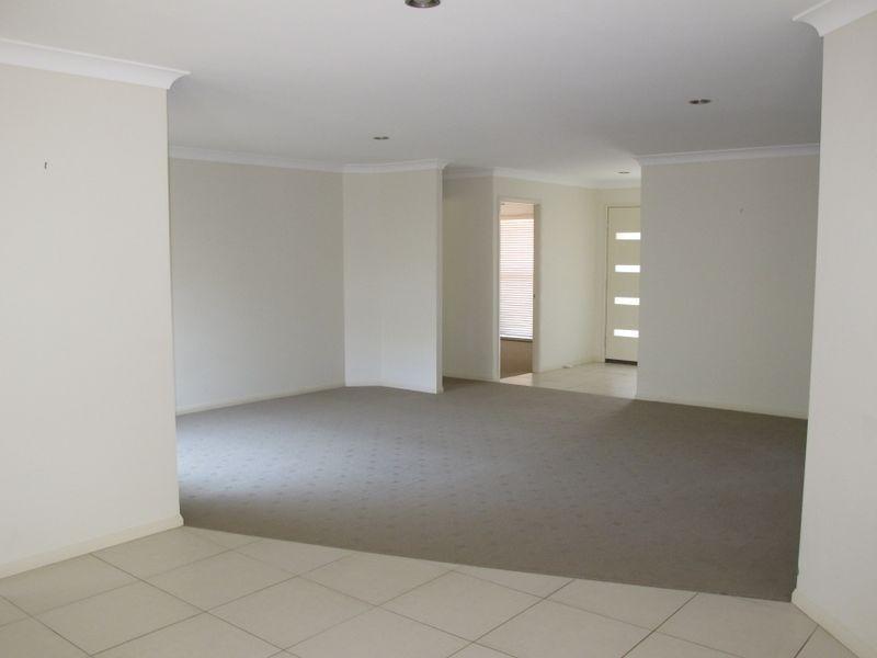 4 Fantail Court, Gilston QLD 4211