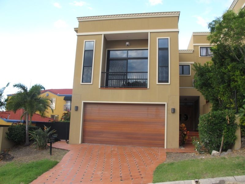 5a Rivage Place, Highland Park QLD 4211