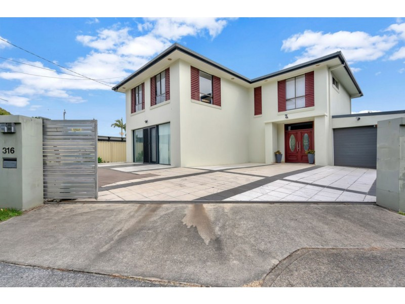 316 Bayview Street, Hollywell QLD 4216