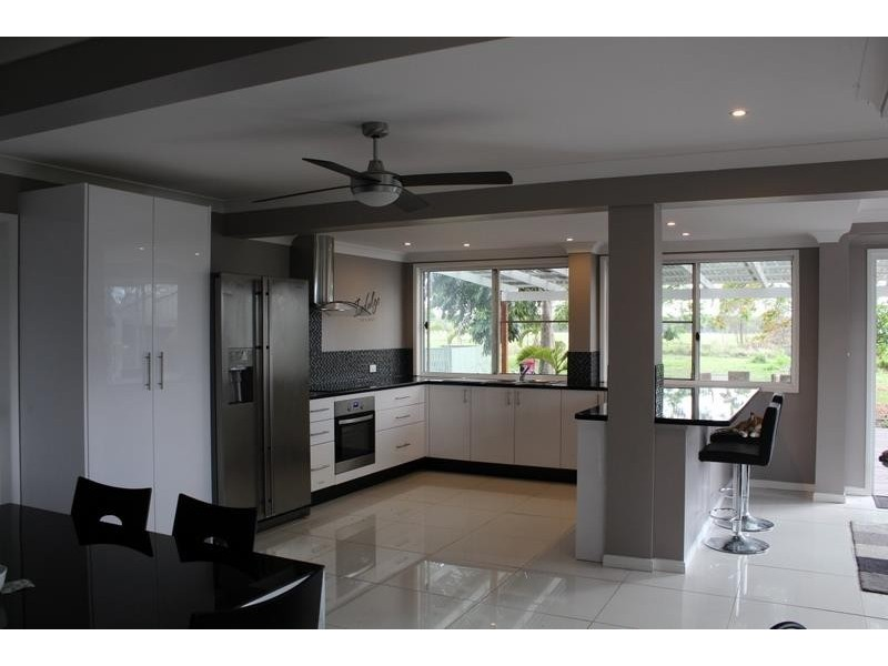 93 Lakeview Drive, Alloway QLD 4670