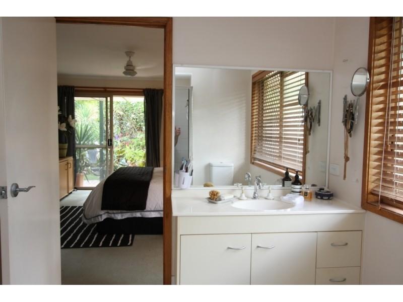 21 Church Road, Bellbowrie QLD 4070