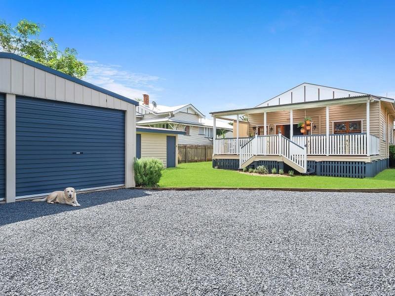 194 Campbell Street, Newtown QLD 4350