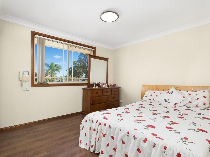 1A Kingston Place, Abbotsbury NSW 2176