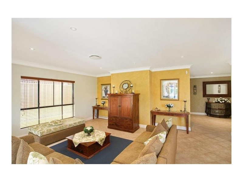 2 Hinder Close, Abbotsbury NSW 2176