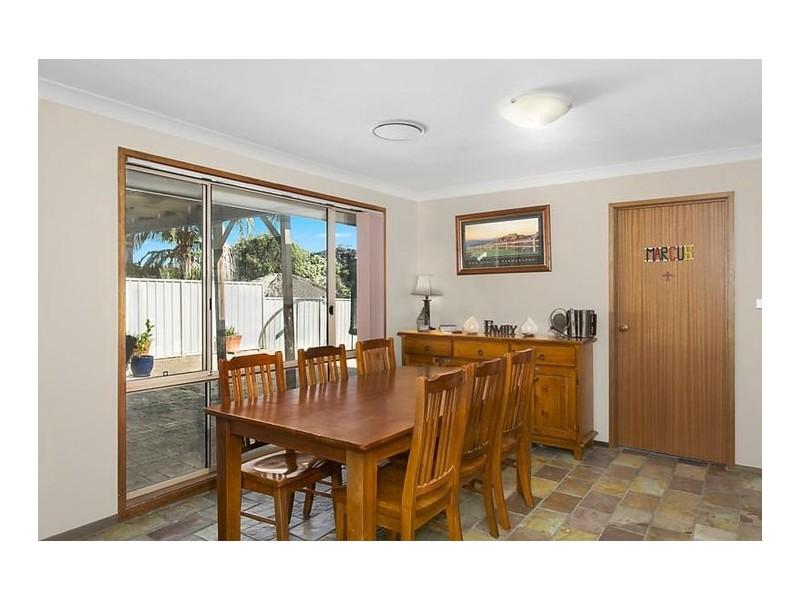 17 Crommelin Crescent, St Helens Park NSW 2560