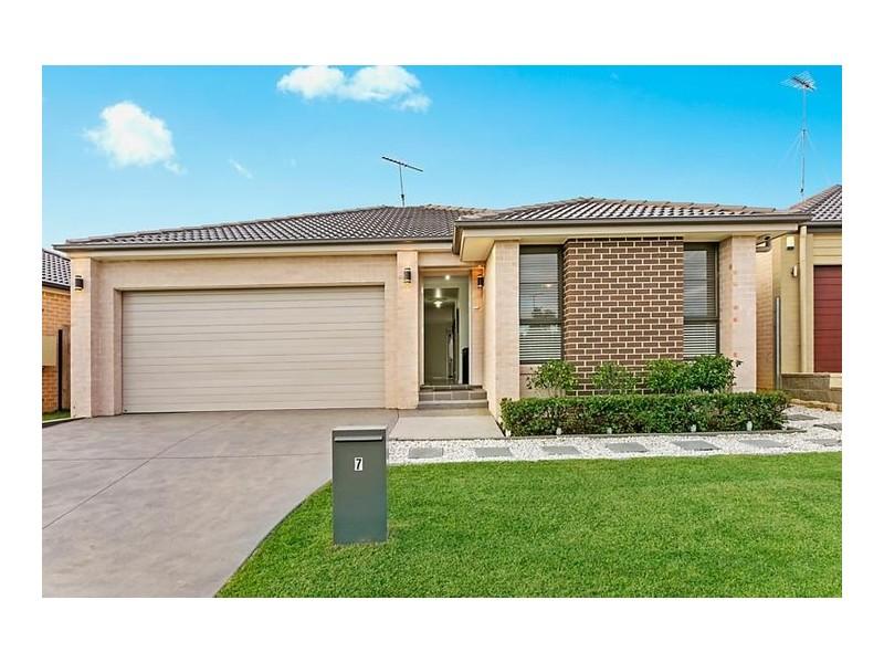 7 Hinton Street, Spring Farm NSW 2570