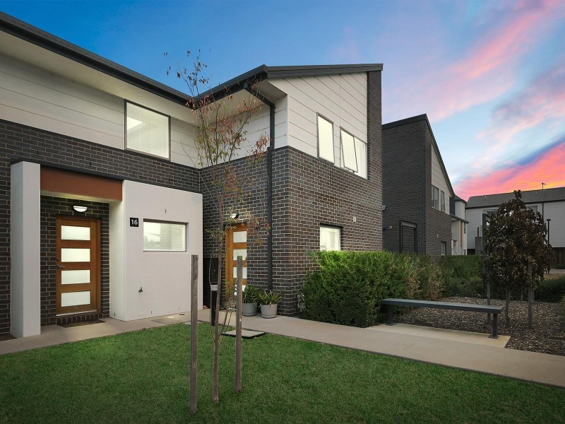 16/8 Henry Kendall Street, Franklin ACT 2913