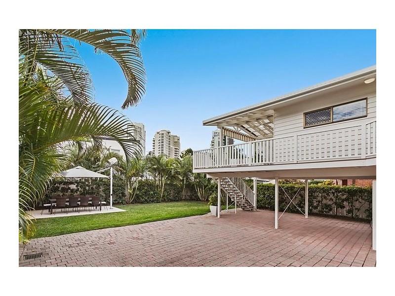 49 Woodroffe Avenue, Main Beach QLD 4217