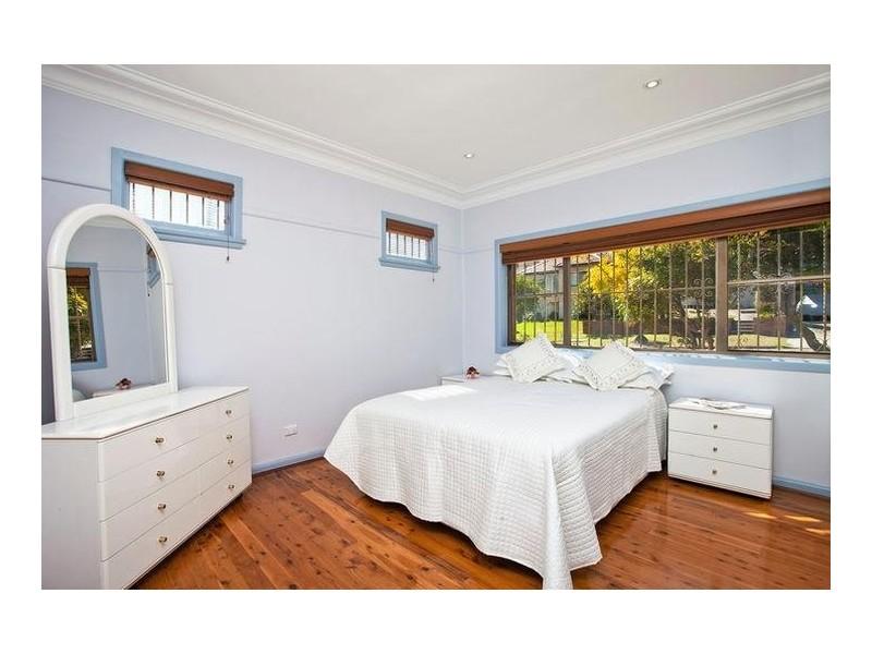 6 Caley Street, Chifley NSW 2036