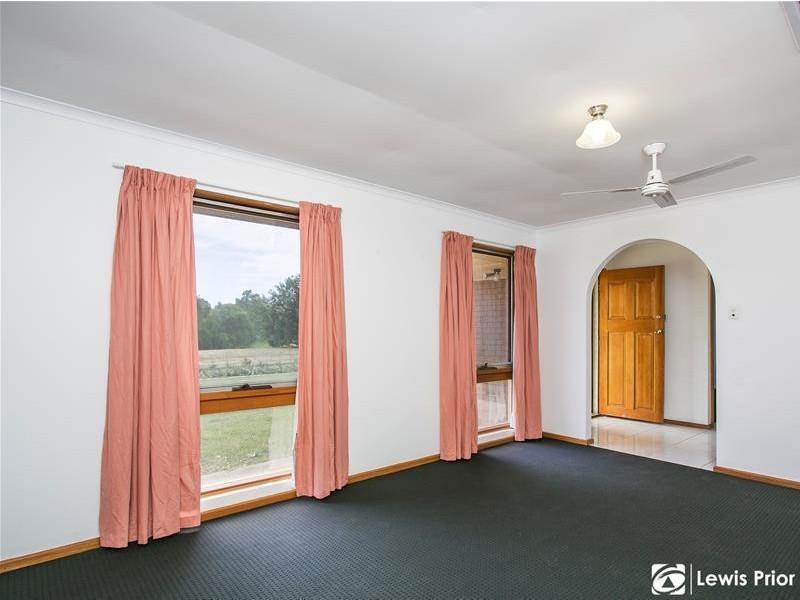 12 Sandpiper Crescent, Aberfoyle Park SA 5159