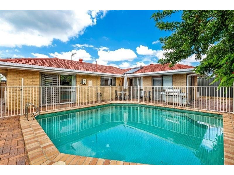 5 St Andrews Avenue, Isle Of Capri QLD 4217