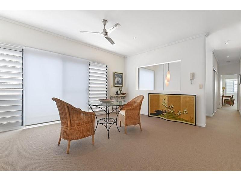2/3 Sandown Avenue, Bundall QLD 4217