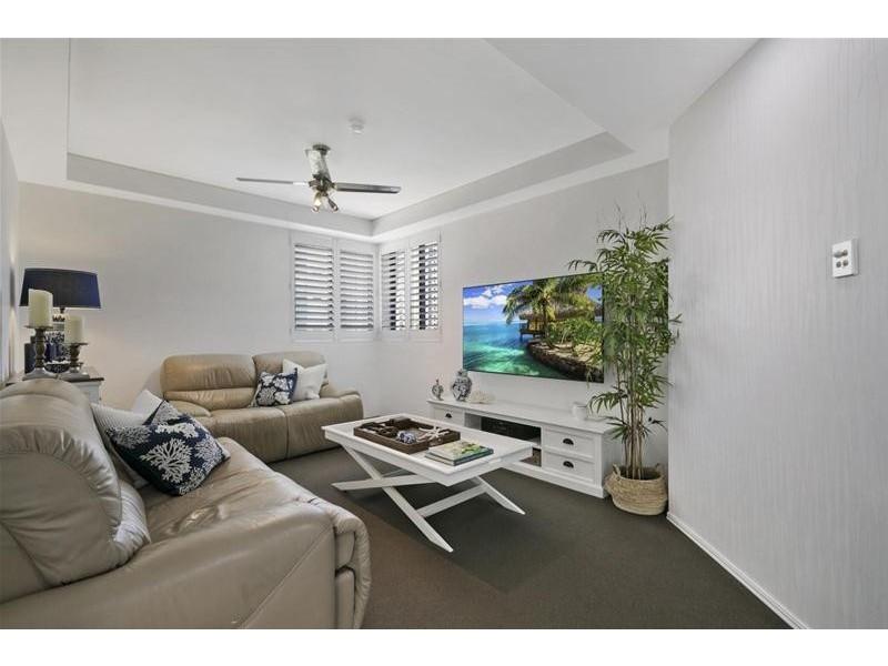 'CALAIS' 19 PEAK Avenue, Main Beach QLD 4217