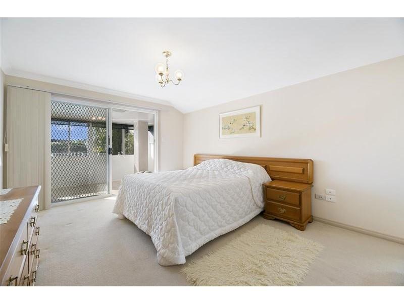 6 Montrose Court, Benowa Waters QLD 4217