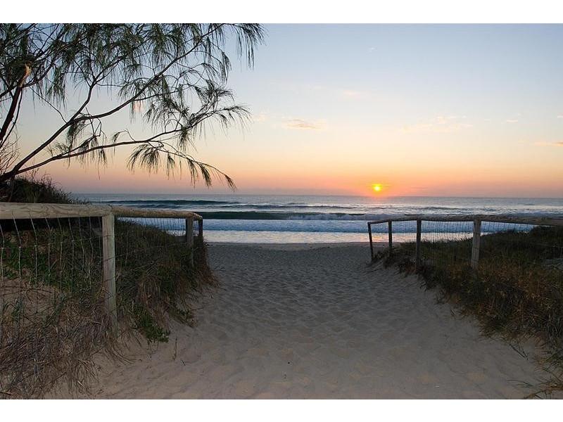 'The Crest' 15-21 Breaker Street, Main Beach QLD 4217