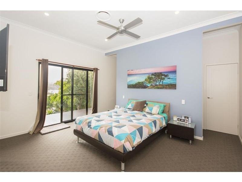 17 Wunburra Circle, Pacific Pines QLD 4211
