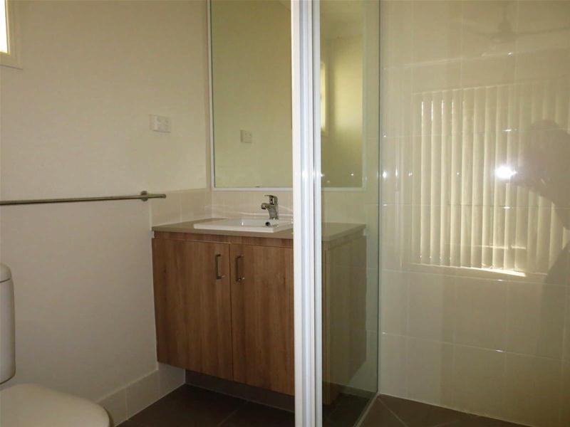 31  Damian Leeding Way, Upper Coomera QLD 4209