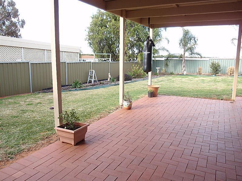 18 Crane Drive, Buronga NSW 2739
