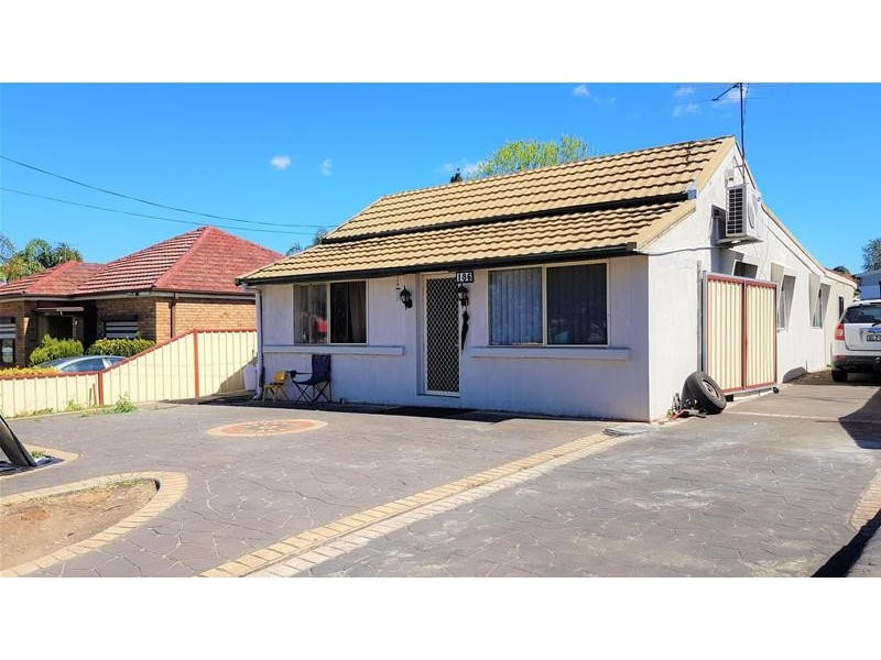 186 Roberts Road, Greenacre NSW 2190